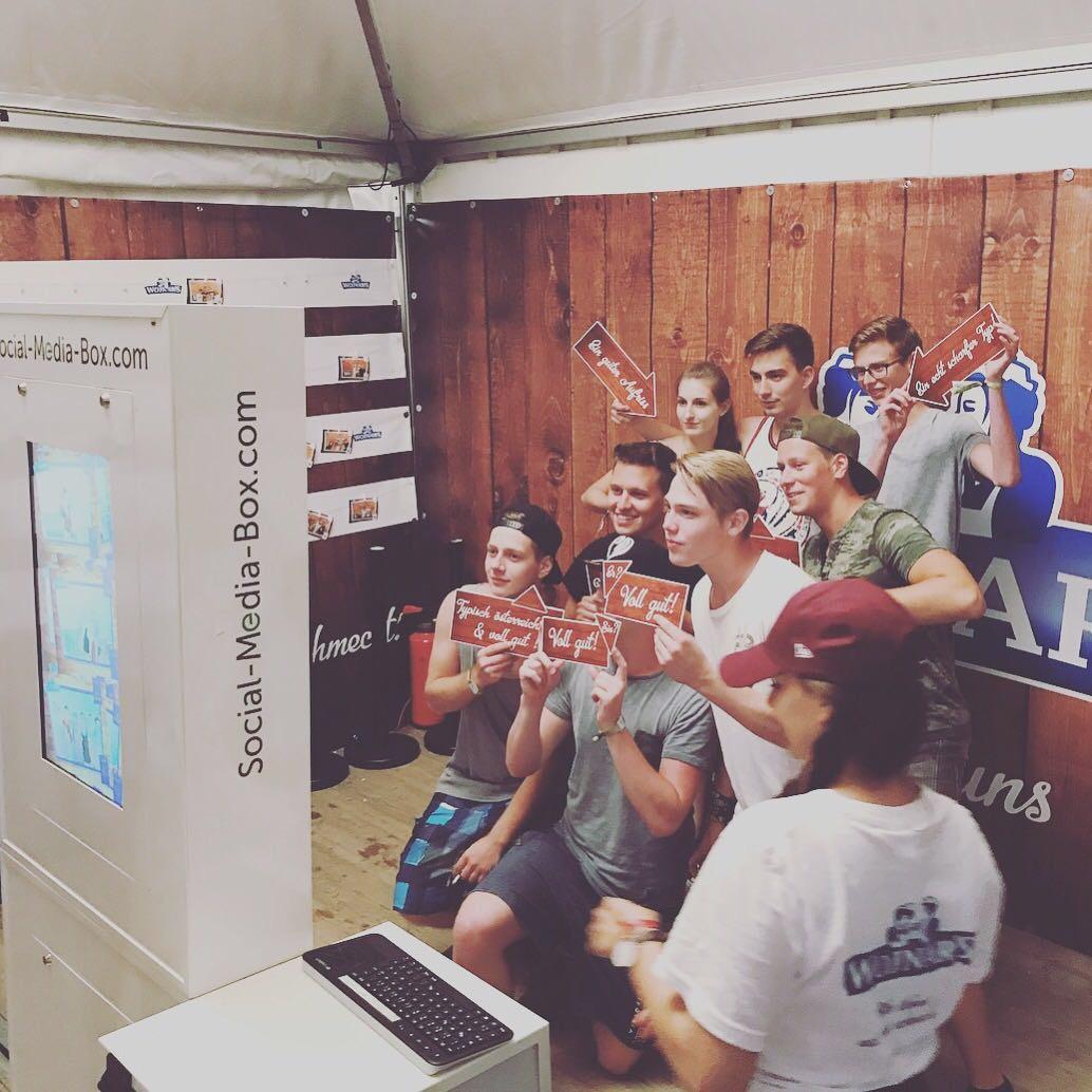 Social-Media-Box_StokeSix_Wojnar_ElectricLove2017_Aufbau1